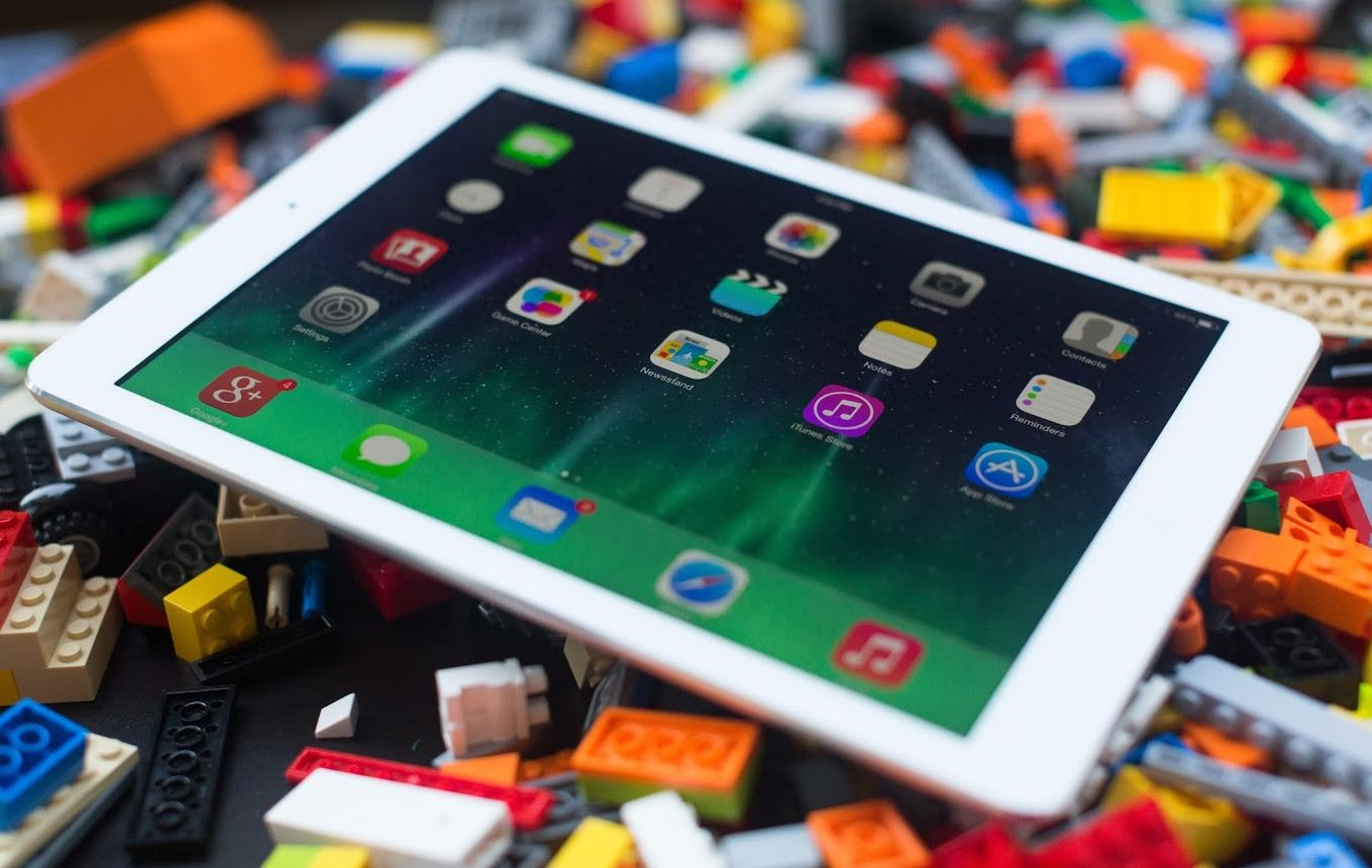 Multitasking-iPad-Air-Gary-Wang-LA-School-District-cancels-iPad-Program