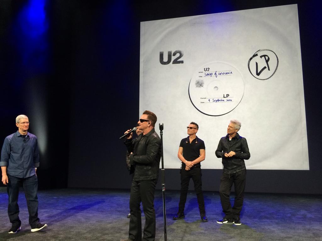 U2-Tim-Cook-Apple-iTunes