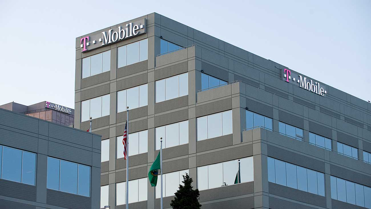 T-Mobile-Sues-Huawei-For-Alleged-Robot-Arm-Theft