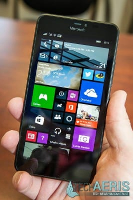 Microsoft-Lumia-640-XL-Review-Held