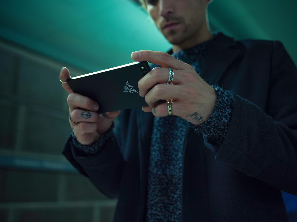 Razer-Phone-Lifestyle-01