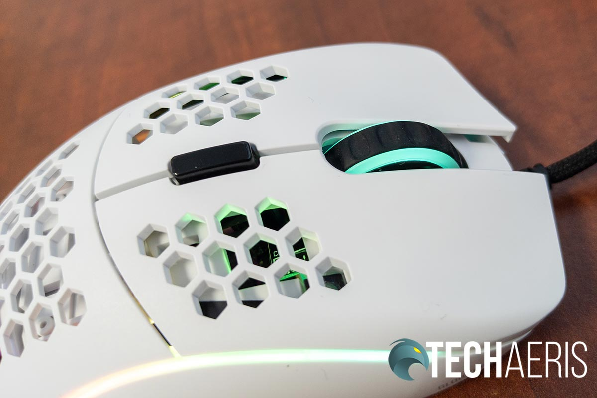 The scroll wheel and DPI button on the Glorious Model D gaming mouse
