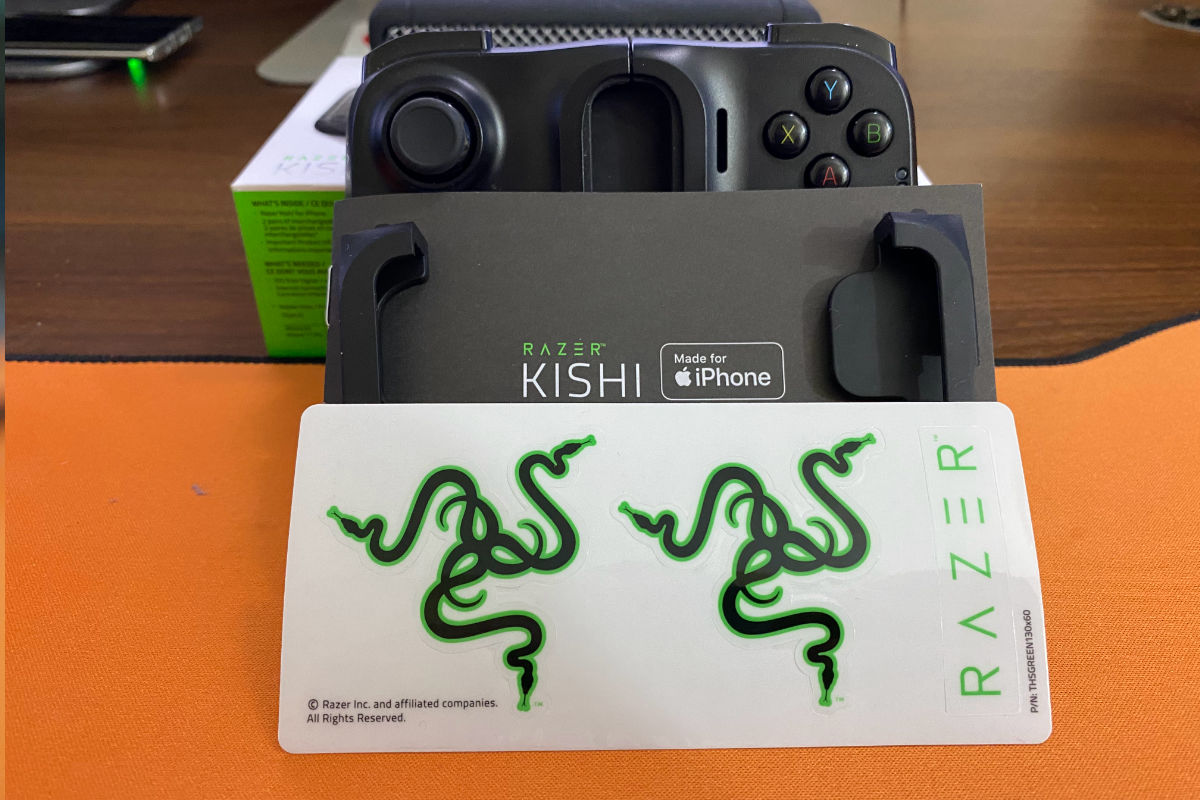 Razer Kishi for iPhone gaming control pad