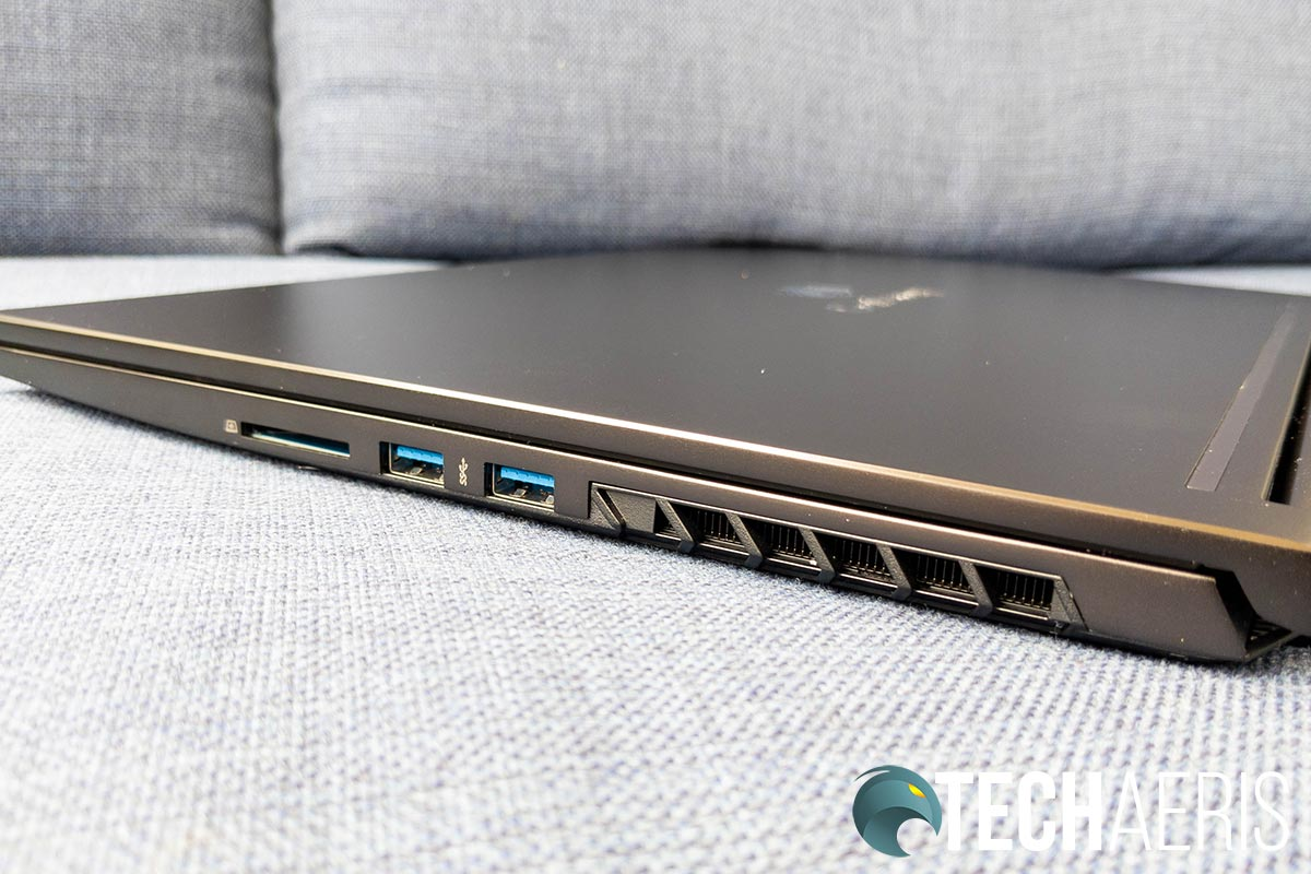 The ports on the right side of the Gateway Creator Series laptop