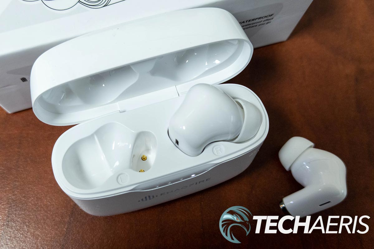 The Enacfire E90 True Wireless Stereo Earbuds and included charging case
