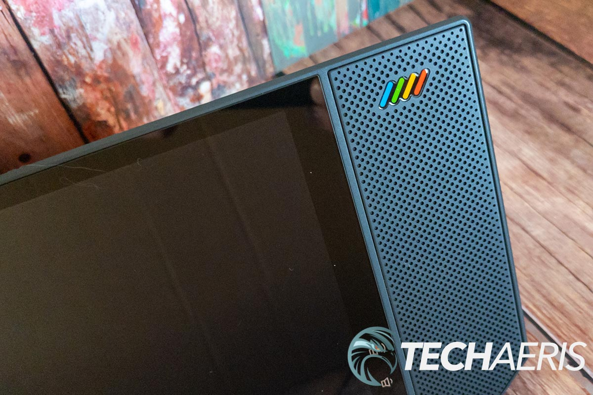 The speaker on the Nexvoo NexPad T530 is loud, but flat and lacking bass
