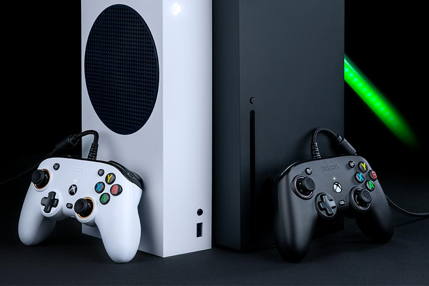 The RIG PRO Compact Xbox controller is available in white or black
