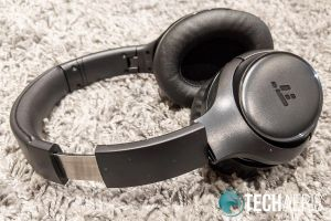 The adjustable arms on the TaoTronics SoundSurge 60 Active Noise Cancelling Wireless Stereo Headphones
