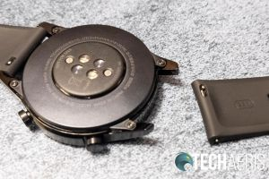 Changing the watch strap on the Huawei Watch GT 2 is simple